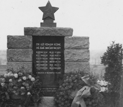 Pomník v r. 1951